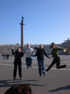 (Deutsche Studentinnen während ihres Auslandsstudiums an der Staatlichen Universität Nowgorod zu Besuch in St. Petersburg)